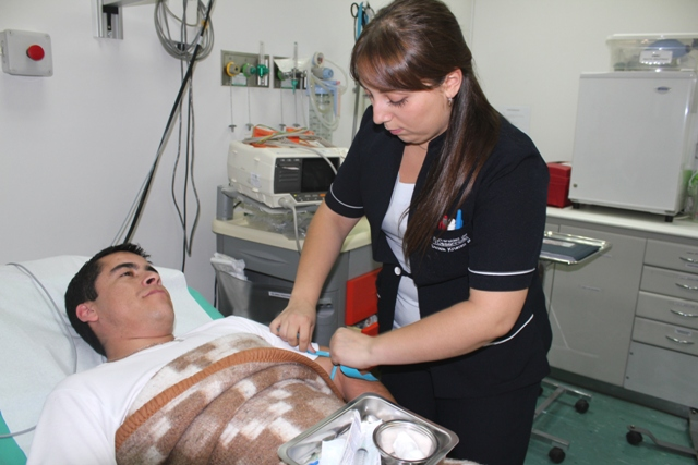 Interna de Enfermería recibe reconocimiento