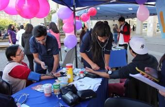 Carreras participan en Feria de Salud