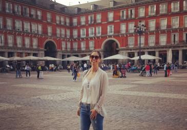 Conoce a nuestros egresados: Macarena Avello y su vida en España