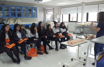 Alumnas de Inmaculada Concepción realizan pasantía en Enfermería
