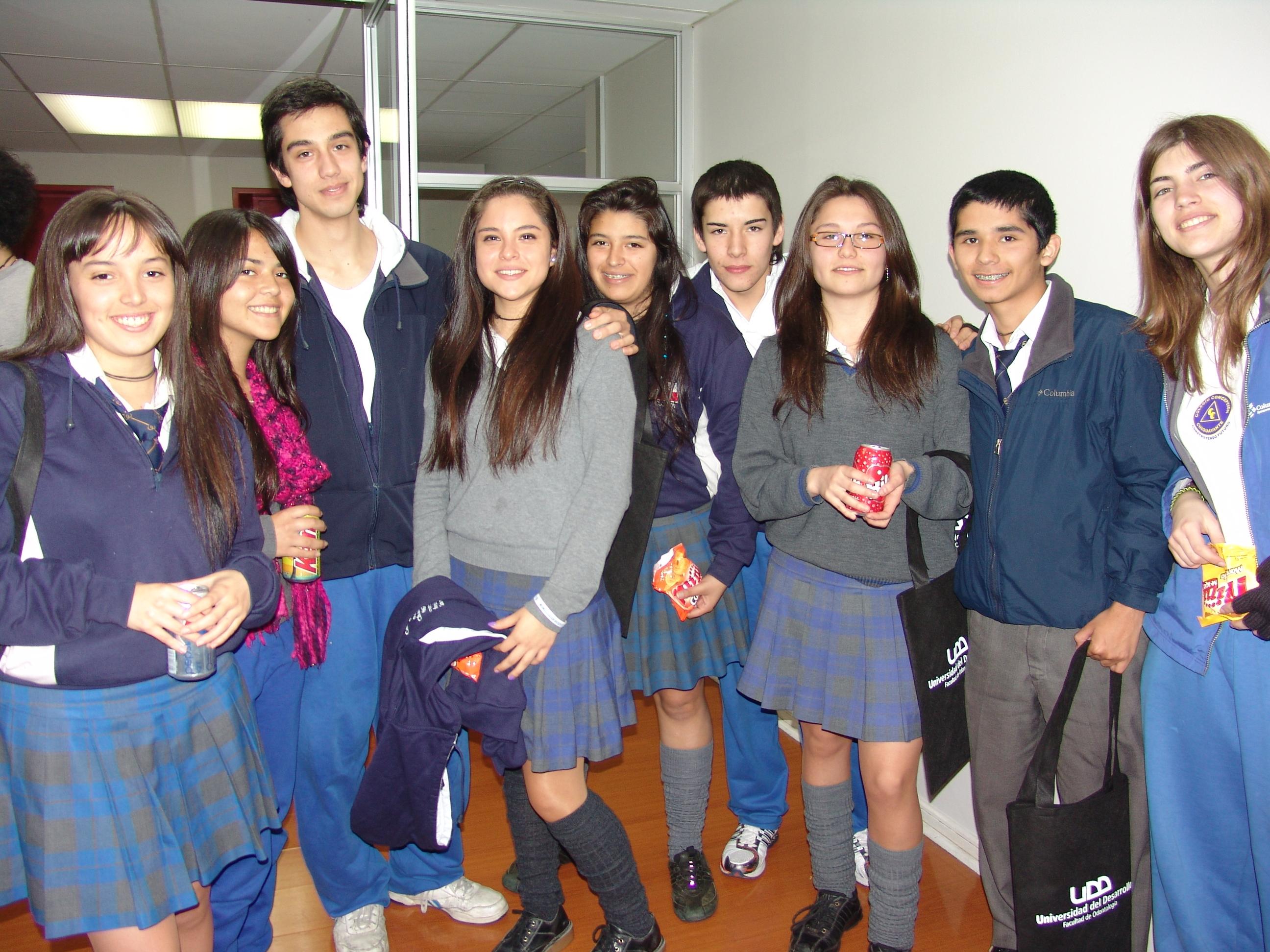 Alumnos visitan Facultad de Odontología