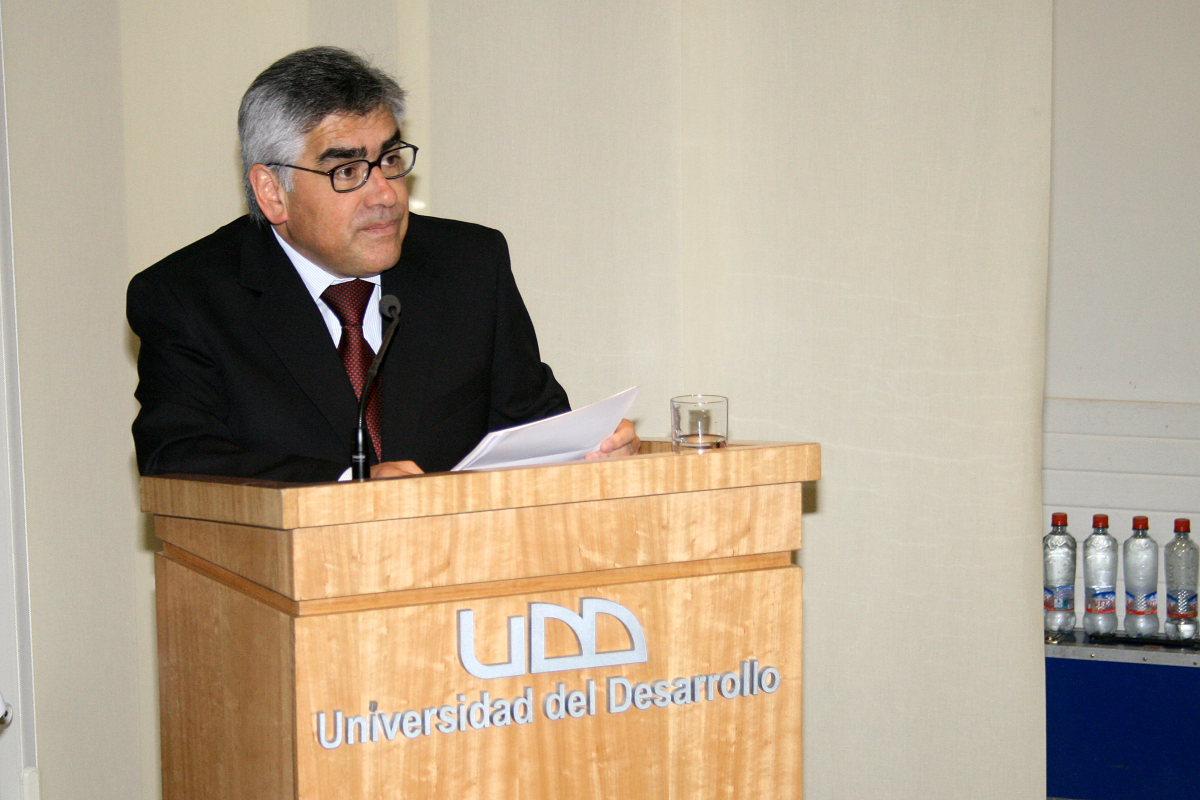 Dr. Luis Vicentela, Decano Fac. Odontología