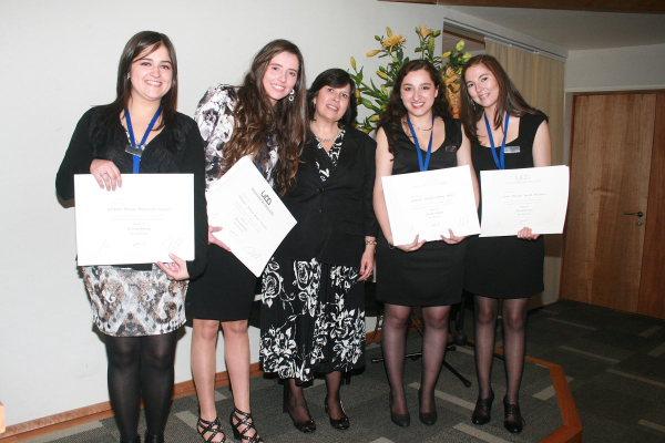 Nuevas fonoaudiólogas reciben sus títulos en Concepción