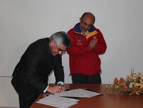 Firma acuerdo UDD - Municipio Coronel
