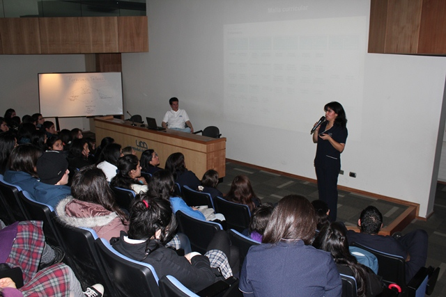 Directora Yasna Becerra