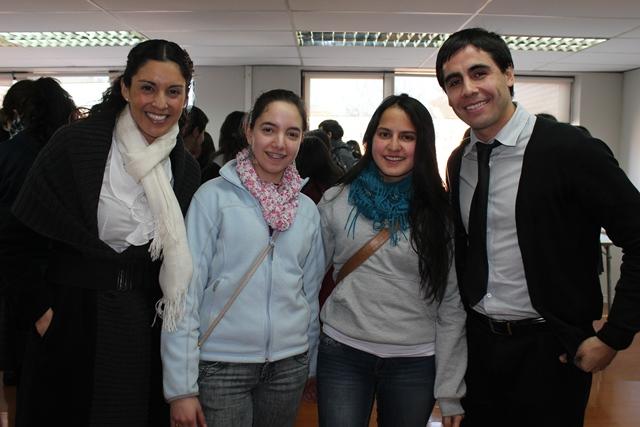 Dra. Rojas, Dr. Haristoy y Estudiantes