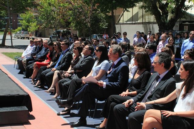 Familia de Ernesto Silva y Autoridades UDD