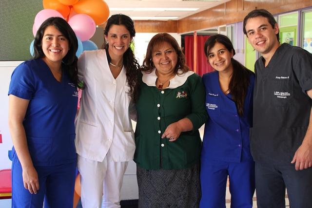 Alumnos, Directora de Odontología y Soledad Collinao, Directora del Jardín