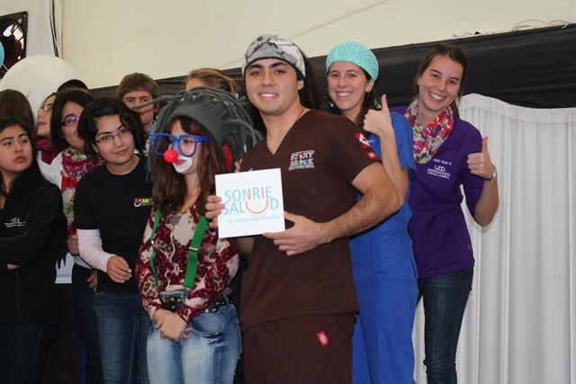 Sonríe Salud participó en Feria del Voluntariado UDD
