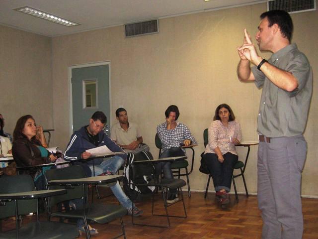 Destacado docente dicta seminario en Río de Janeiro