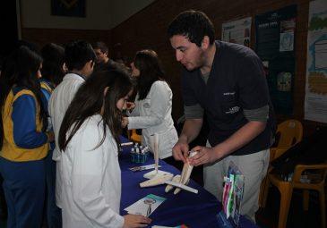 Odontología UDD participa en Feria de Prevención