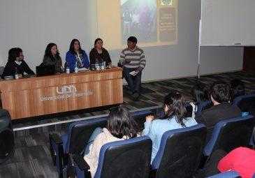 Alumnos participan en Mesa Intercultural