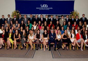 Nuevos odontólogos UDD reciben sus títulos