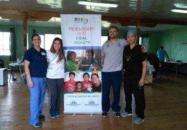 Futuros odontólogos UDD devuelven sonrisas en programa de voluntariado