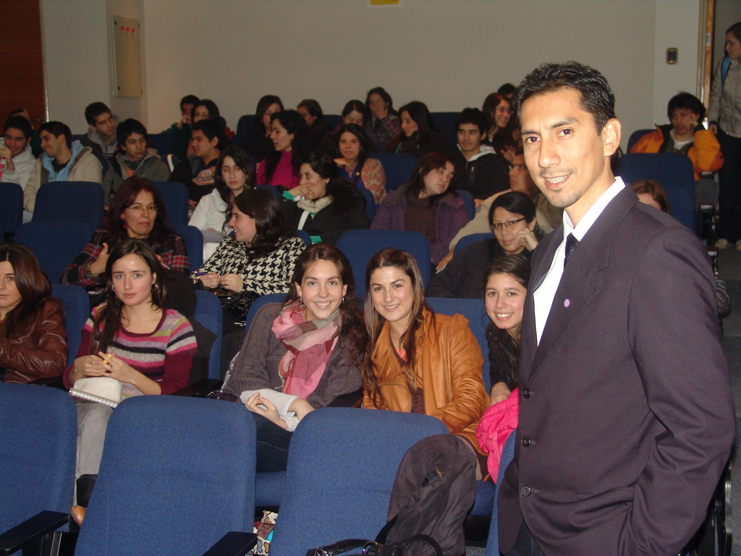 Christian Cuentas se reune con alumnos de la carrera