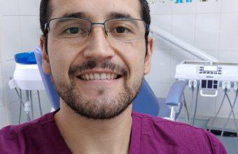 En primera línea contra la pandemia: José Ignacio Fuentes, egresado de Odontología